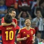 Cazorla y Beñat celebran un tanto anotado durante el amistoso entre España y Corea del Sur (4-1) preparatorio para la EURO 2012