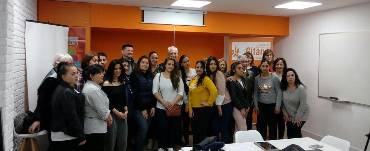 Fundación Orange inaugura en la sede del Secretariado Gitano en León un aula digital para la incorporación profesional de mujeres en situación de vulnerabilidad