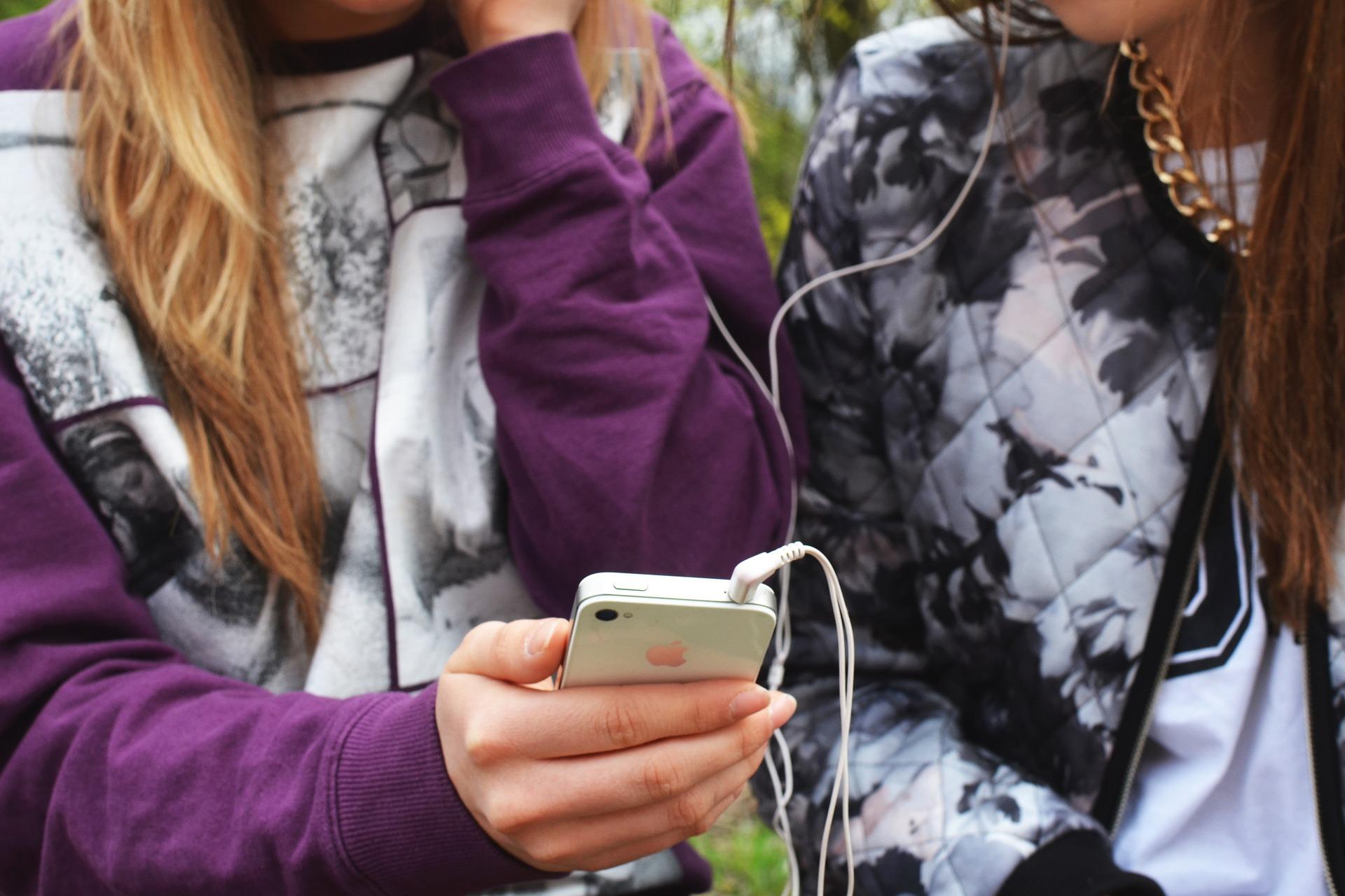 aumentar el sonido del móvil