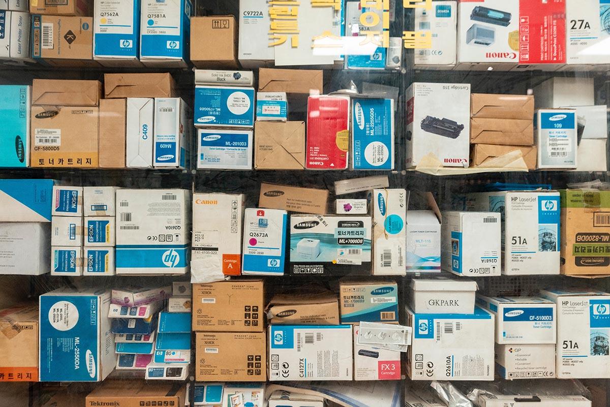 almacén repleto de paquetes