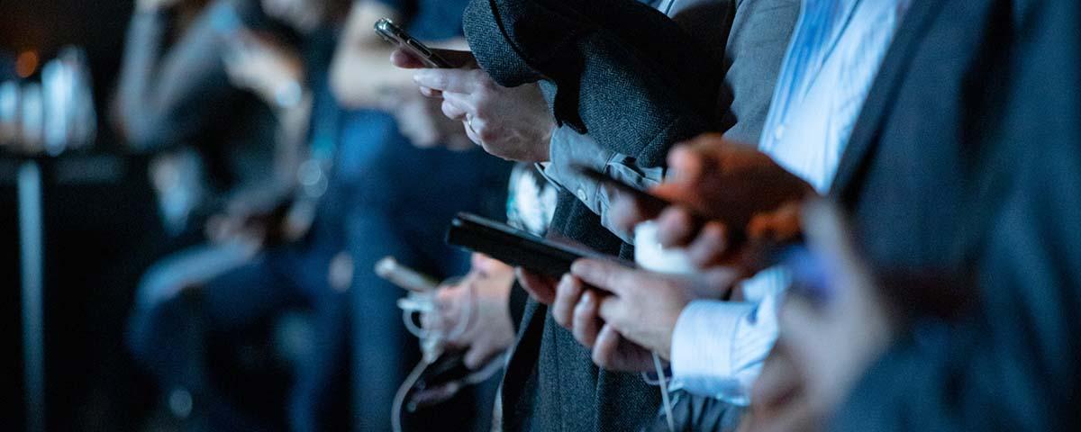 información en redes sociales